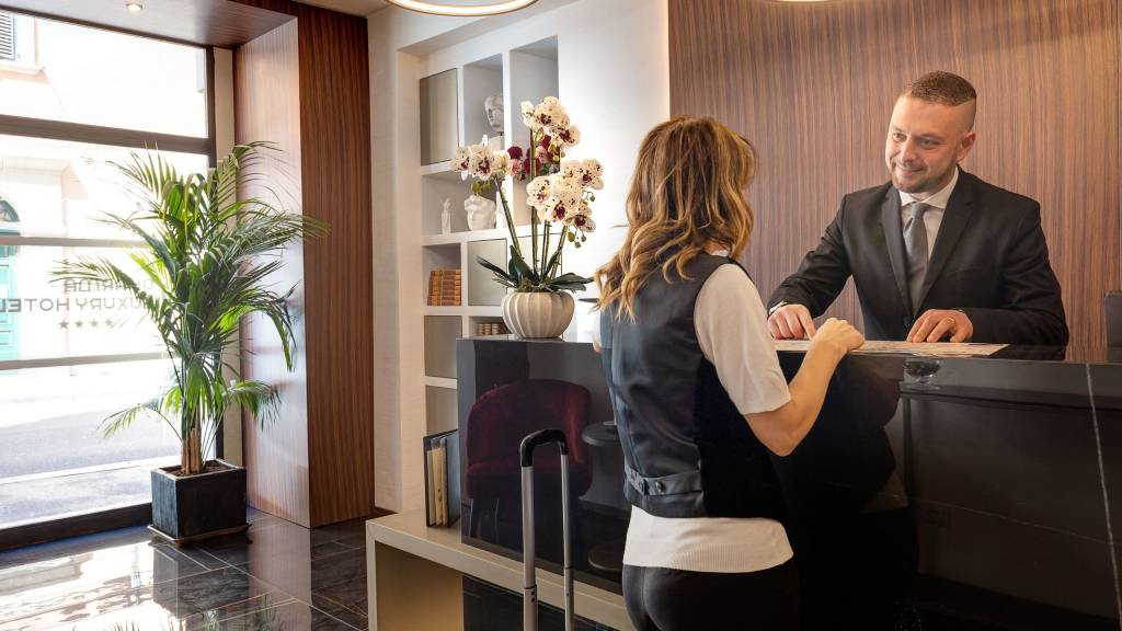 Dharma-luxury-hotel-reception-nuove-front-1
