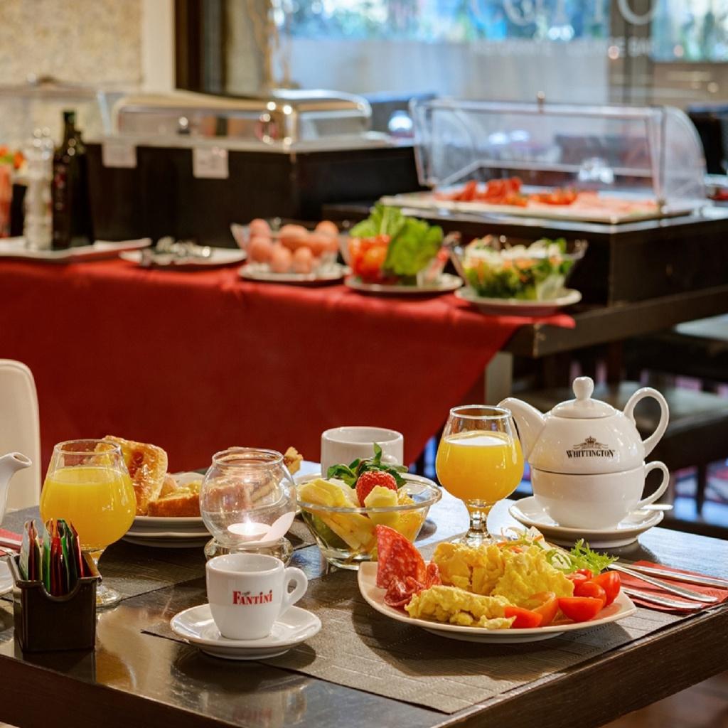 breakfast-01-dharma-luxury-hotel-1600
