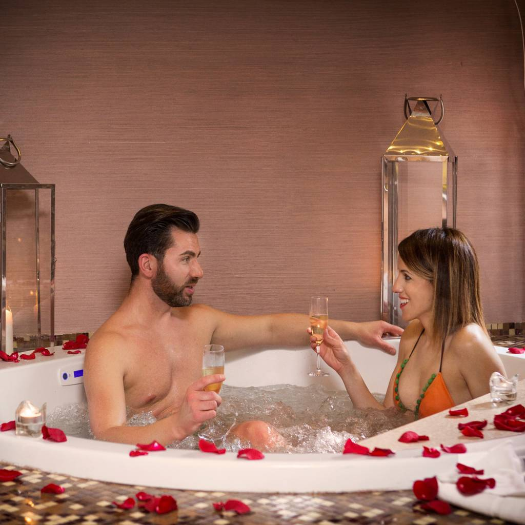 deluxe-03-dharma-luxury-hotel-1600