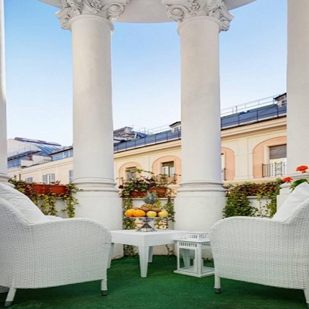 deluxe1-dharma-luxury-hotel-1600