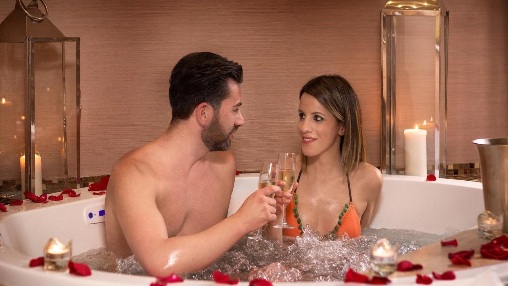 deuxe-04-dharma-luxury-hotel-2560
