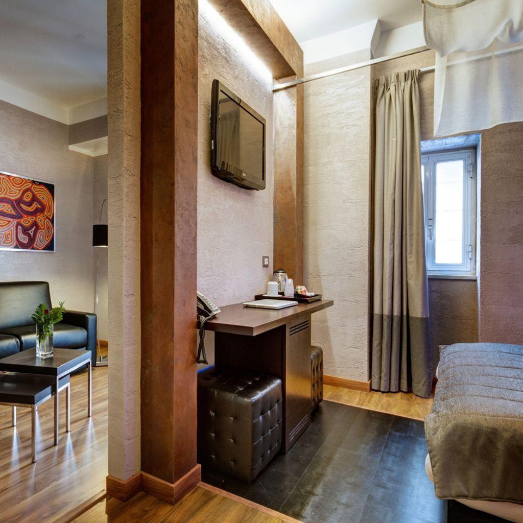 executive-02-dharma-luxury-hotel-1600