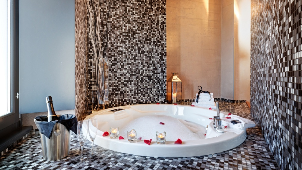 royal-wellness-02-dharma-luxury-hotel-2560