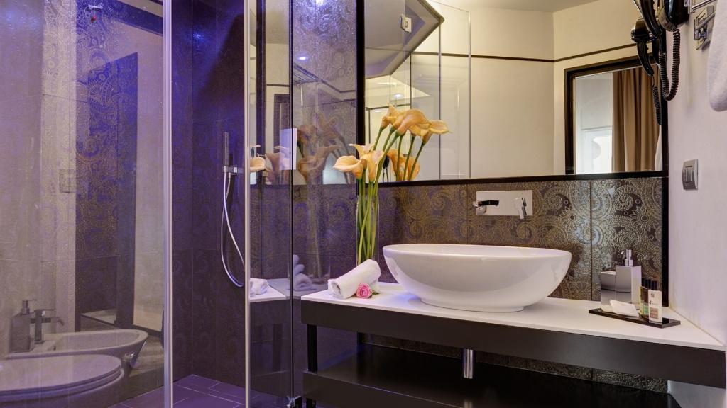 suite-sauna-02-dharma-luxury-hotel-2560