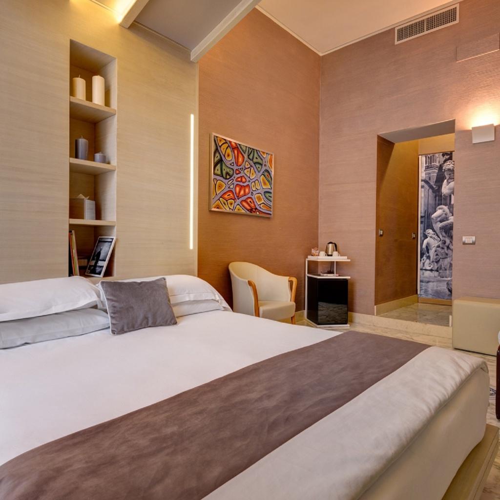 tripla-02-dharma-luxury-hotel-1600