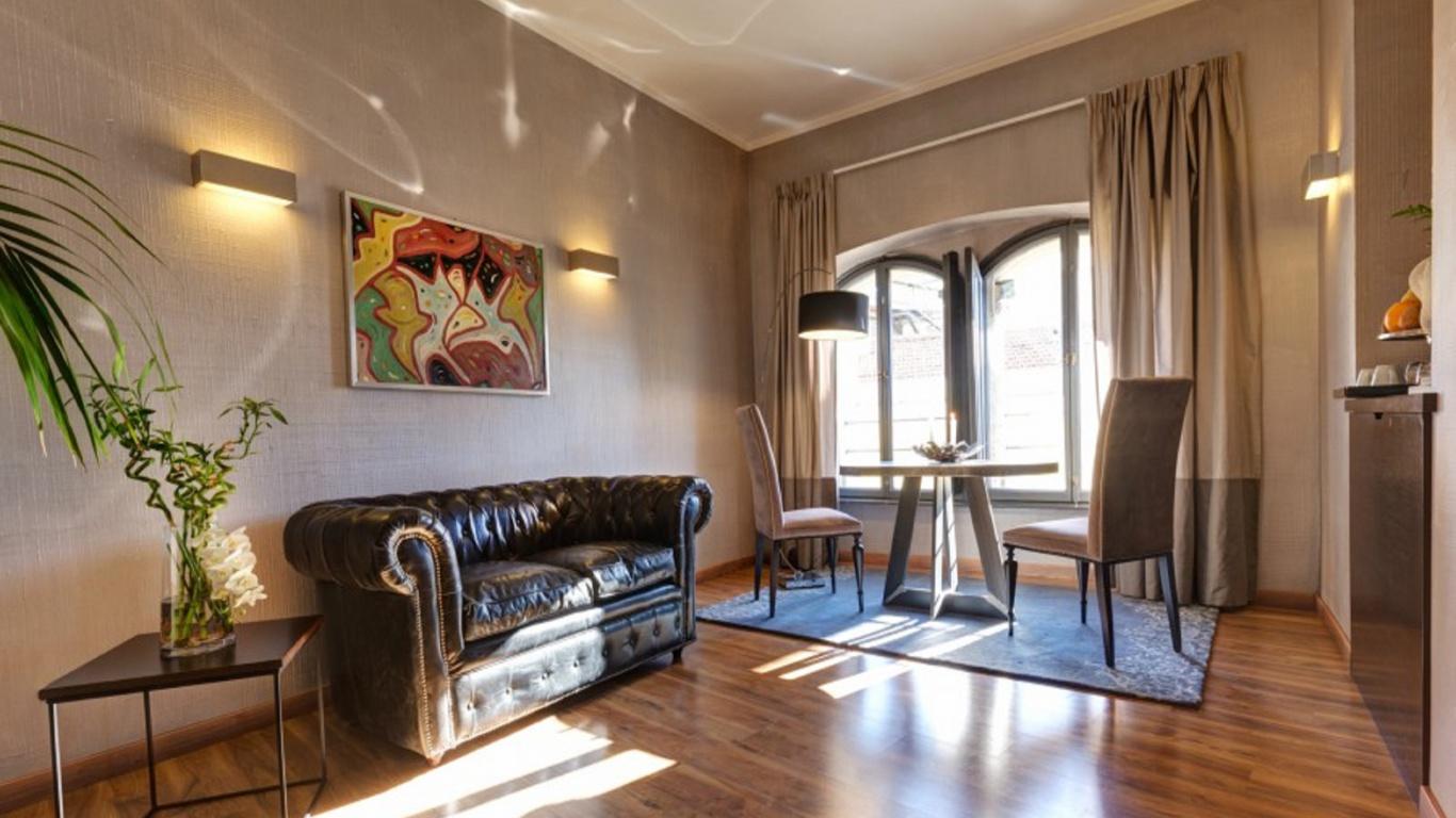 Royal1-dharma-luxury-hotel-2560