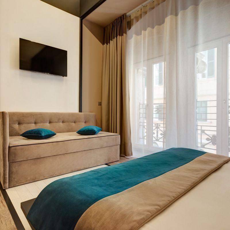 tripla-01-dharma-luxury-hotel-1600